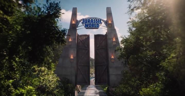 Das Portal zur JURASSIC WORLD –gefertigt aus dem Holz von 1993.
